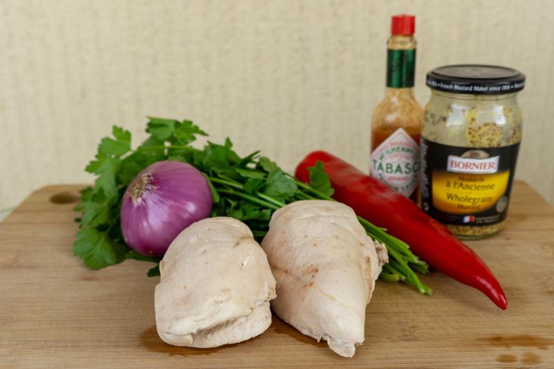 Main ingredients of this chicken salad recipe