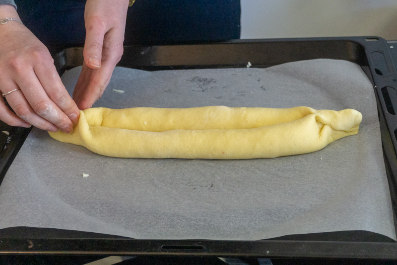 Pinching the ends of your khachapuri